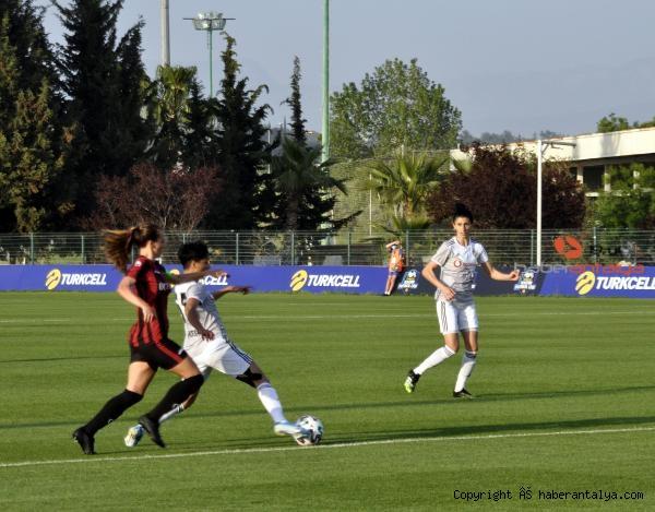 2021/05/turkcell-kadinlar-futbol-liginde-sampiyon-besiktas-4549049686d9-3.jpg