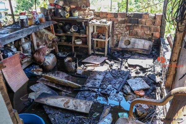 2021/05/yasli-ciftin-yanan-evinin-tadilati-icin-kampanya-43514ca84a4a-3.jpg