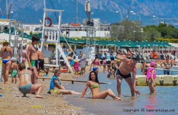 2021/06/antalya-sahillerinde-rus-turist-yogunlugu-5c5f9d64a387-5.jpg