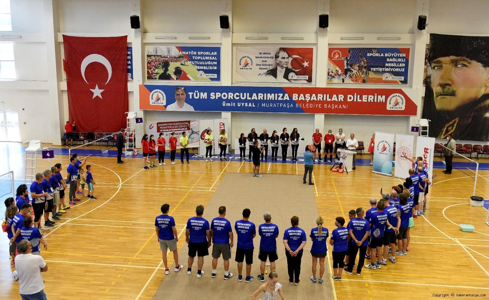 2021/06/badminton-senligi-acilis-vurusu-baskan-uysaldan-20210624AW35-3.jpg