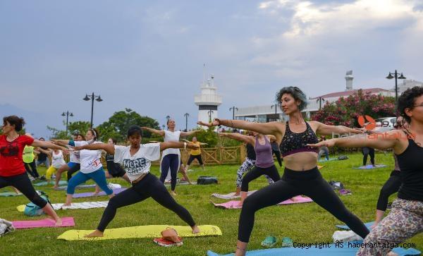 2021/06/dunya-yoga-gunu-kutlandi-96f4d5ef2bc0-1.jpg