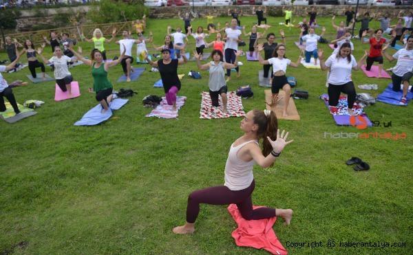 2021/06/dunya-yoga-gunu-kutlandi-96f4d5ef2bc0-2.jpg