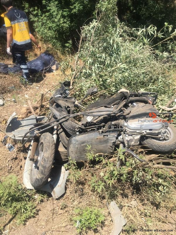 2021/06/kamyonetle-motosiklet-carpisti-feci-kaza-can-aldi--bb3762e2f398-5.jpg