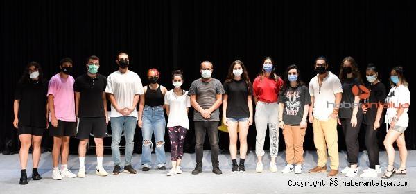 2021/06/konyaaltinda-tiyatro-oyunculugu-egitimleri-suruyor-33e9bbb89e2b-1.jpg