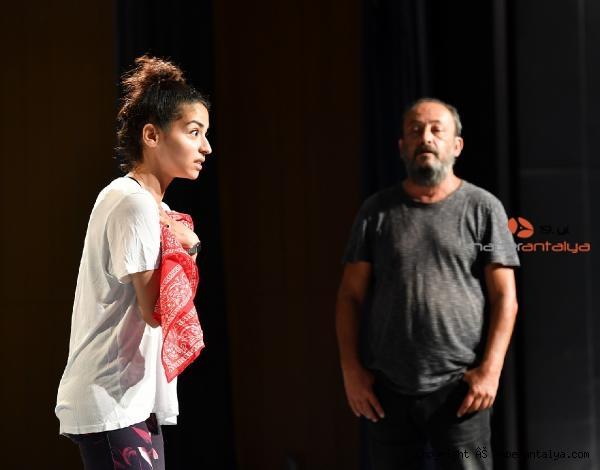 2021/06/konyaaltinda-tiyatro-oyunculugu-egitimleri-suruyor-33e9bbb89e2b-2.jpg