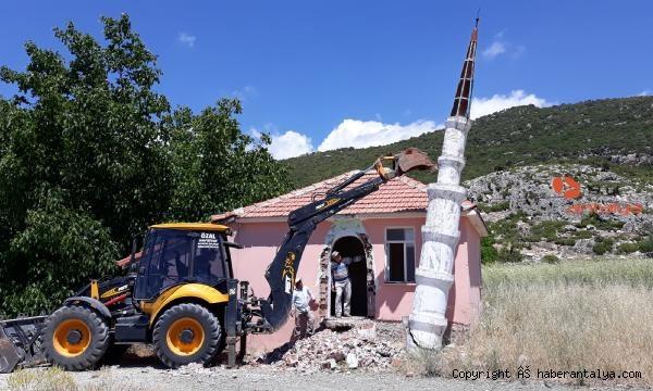 2021/06/kunk-minareye-uygunsuzluk-yikimi-9780e0c250ef-1.jpg