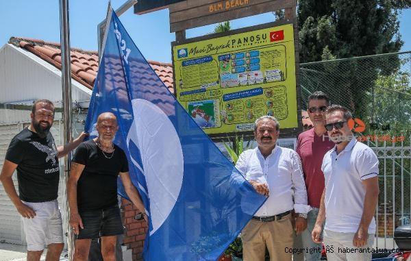 2021/06/mavi-bayraklar-direklere-cekiliyor-85fbf4a96966-1.jpg