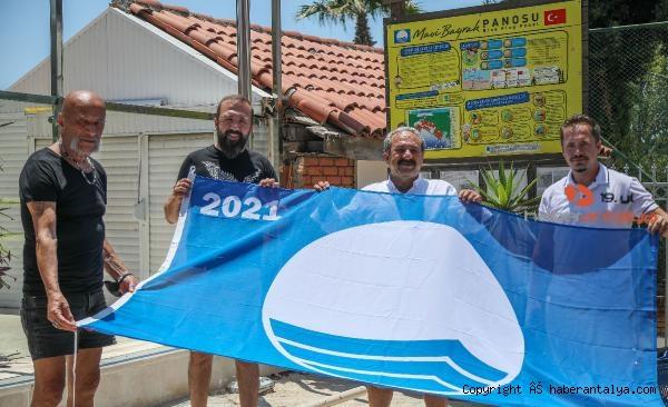 2021/06/mavi-bayraklar-direklere-cekiliyor-85fbf4a96966-3.jpg