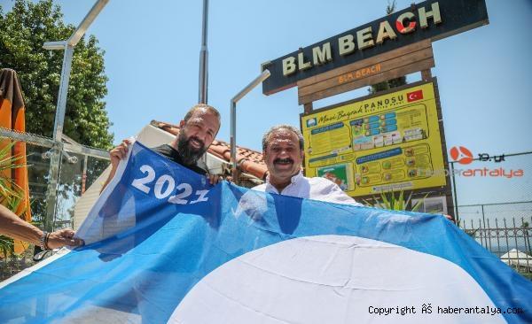 2021/06/mavi-bayraklar-direklere-cekiliyor-85fbf4a96966-5.jpg