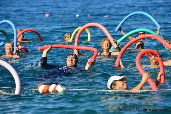 2021/06/mavi-bayrakli-plajda-su-cimnastigi-35539e3a84d9-2.jpg