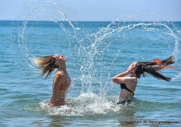 2021/06/rus-turistler-sahile-indi-61c3dc86a899-2.jpg