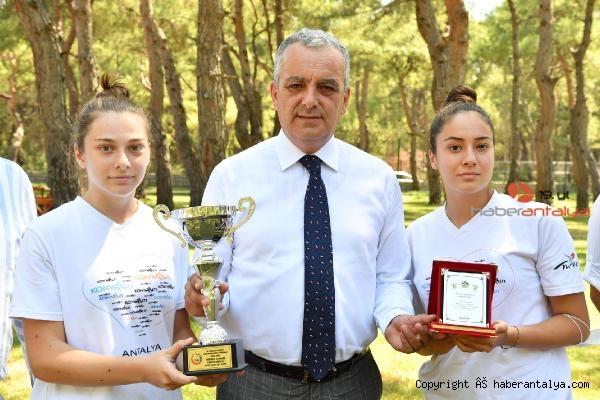 2021/07/baskan-esen-turkiye-sampiyonu-hentbolcularla-bulustu-0718fece626c-3.jpg