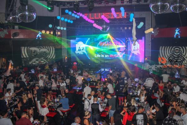2021/08/murda-hayranlari-the-ink-night-partiesde-bulustu-d63ff774a47d-5.jpg