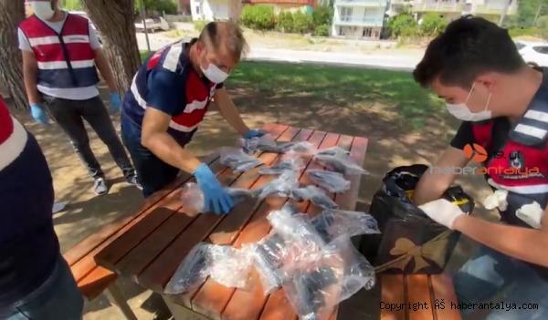 2021/09/alisveris-posetinde-tabancalarla-yakalanmislardi-adliyeye-sevk-edildiler--1b683264b40f-2.jpg