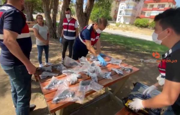 2021/09/alisveris-posetinde-tabancalarla-yakalanmislardi-adliyeye-sevk-edildiler--1b683264b40f-3.jpg