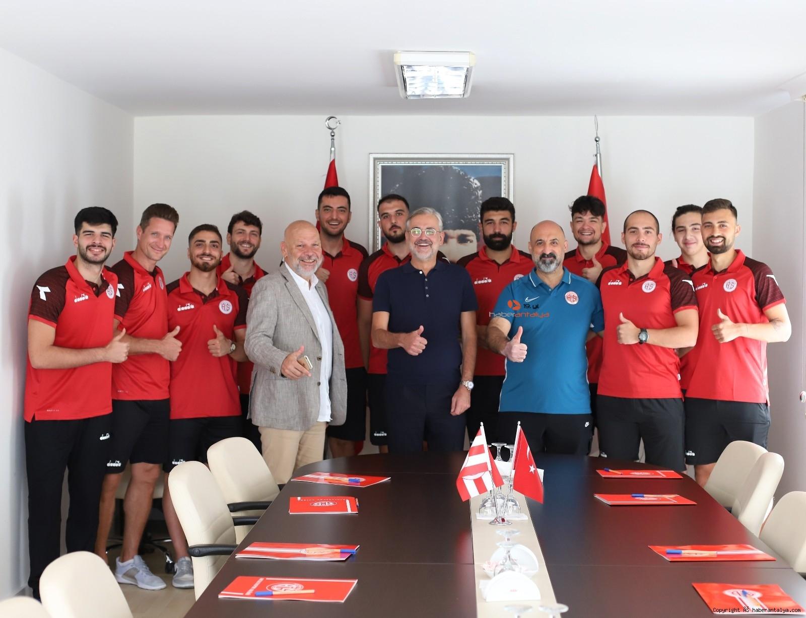 2021/09/antalyaspor-hentbol-takimi-11-oyuncu-ile-sozlesme-imzaladi-20210916AW41-2.jpg