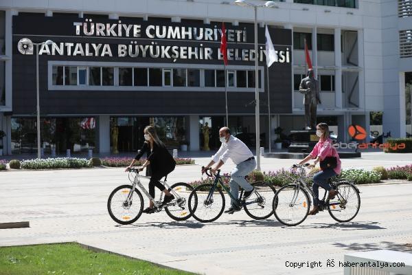 2021/09/buyuksehir-personeli-ise-bisikletle-geldi-5bd84745fec1-1.jpg