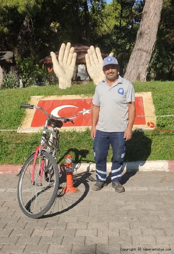 2021/09/buyuksehir-personeli-ise-bisikletle-geldi-5bd84745fec1-2.jpg