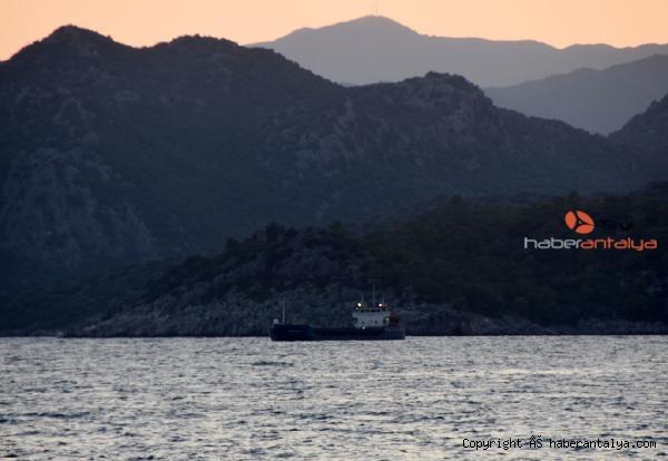 2021/09/gemiler-guvenli-koylara-sigindi-34a14458893a-2.jpg