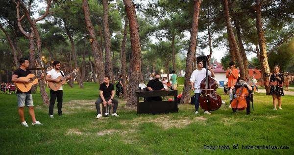 2021/09/konyaalti-oda-orkestrasindan-flash-mob-surprizi-c9c13bd4fb85-1.jpg