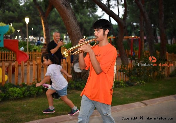 2021/09/konyaalti-oda-orkestrasindan-flash-mob-surprizi-c9c13bd4fb85-2.jpg