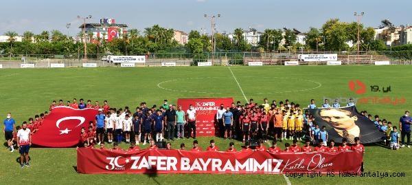 2021/09/zafer-bayrami-coskusu-futbolla-birlesti--28ce5b7744fe-1.jpg