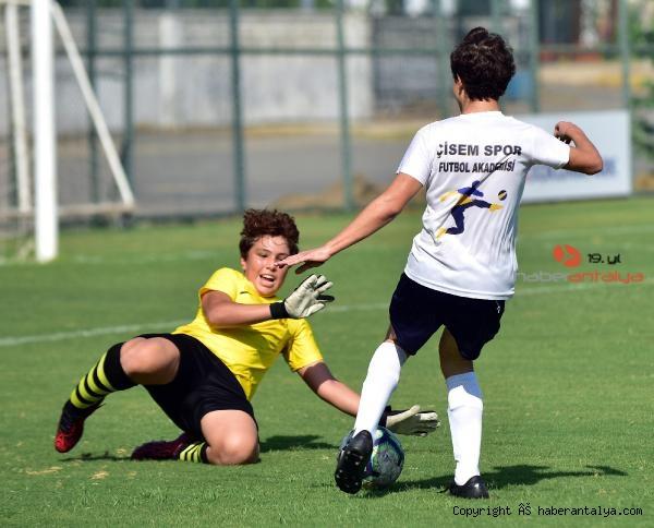 2021/09/zafer-bayrami-coskusu-futbolla-birlesti--28ce5b7744fe-4.jpg
