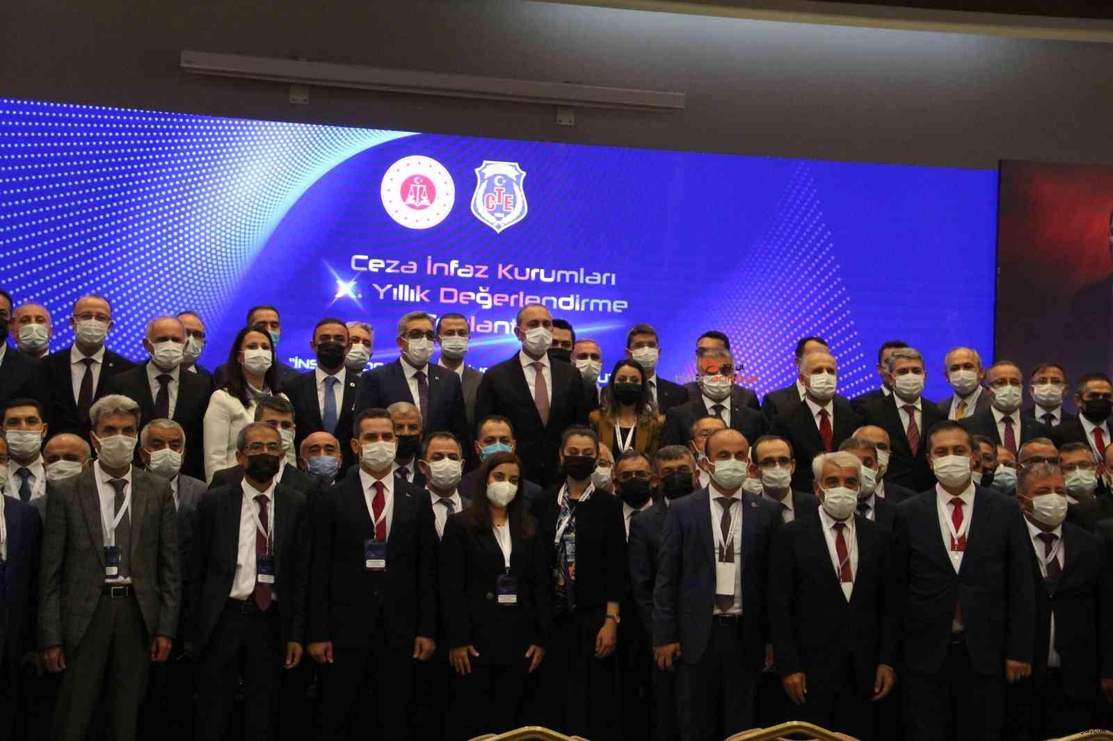 2021/10/bakan-abdulhamit-gul-devletin-temeli-adalettir-20211011AW43-8.jpg