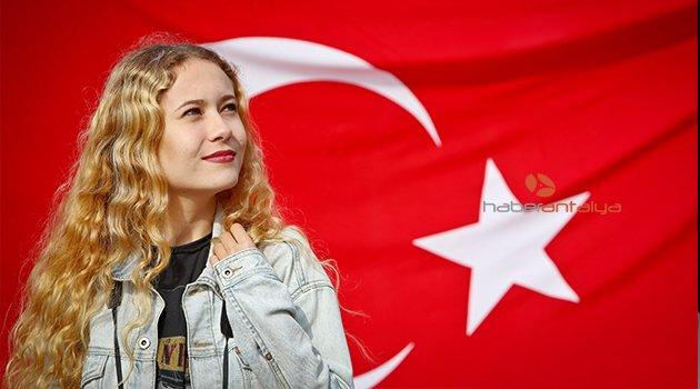 19 MAYIS KUTLAMASINDA LİSELİLER 'İZMİR MARŞI'NI SÖYLEDİ