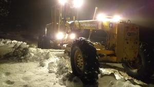 Akseki'de mahalle yollarında karla mücadele