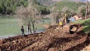 Alakır Barajı taştı, yollar kapandı