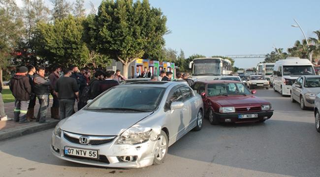 Antalya'da 5 araçlı zincirleme kaza