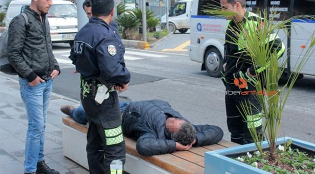 Bankta sızıp kalan alkollü şahıs polisi alarma geçirdi