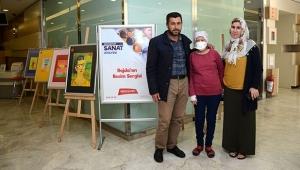 İlik naklini beklediği hastanede resim sergisi açtı