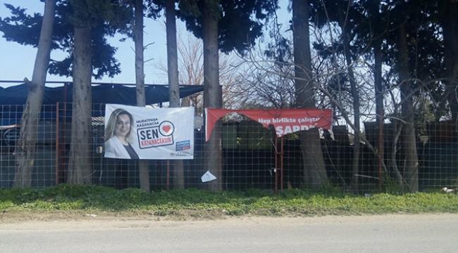 Muratpaşa Belediyesi afişleri yırtıldı