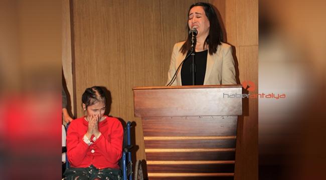 Sergi açılışında anneden ağlatan konuşma
