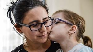 Yüzde 93 engelli minik Elif'in cevapsız sorusu: