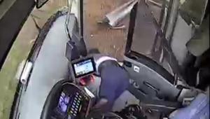 4 yolcunun yaralandığı otobüs kazası kamerada