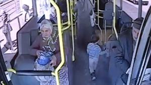 Yanlış otobüse binen 3 yaşındaki çocuk polisi alarma geçirdi