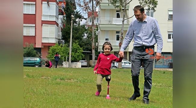 Babasının 150 TL'ye kurduğu düzenekle yürümeyi öğrendi, şimdi koşmak istiyor