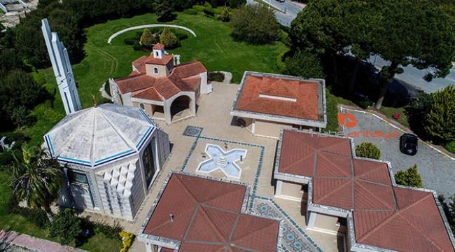Cami, kilise ve sinagog aynı bahçede