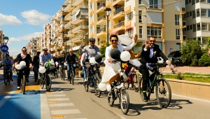 Nikahlarına bisiklet konvoyuyla gittiler