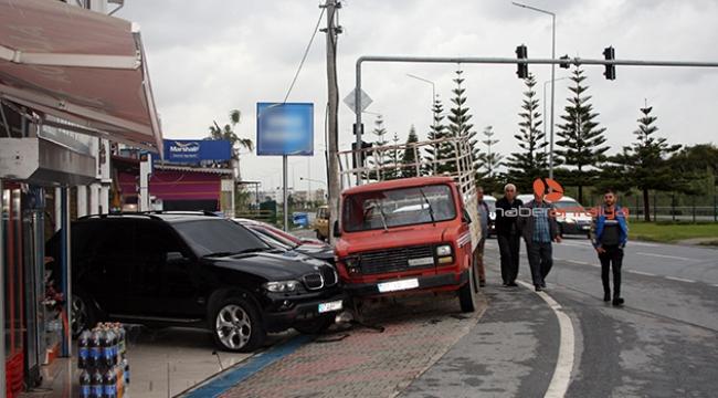 b37d58784a60c Zincirleme kazada olan oto galerideki lüks araçlara oldu - POLİS ...