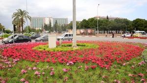 Antalya caddeleri renkleniyor