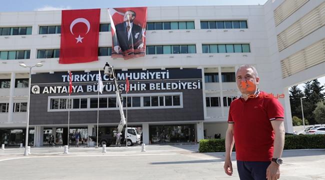 Büyükşehir Belediyesi'ne 'Türkiye Cumhuriyeti' tabelası takıldı