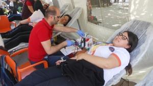 Kendi günlerinde kök hücre ve kan bağışı yaptılar