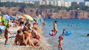 Antalya, bayramda 400 bin turist ağırladı