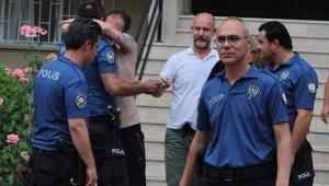 Antalya'da alkollü gencin polis sevgisi