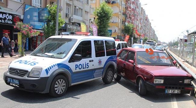 Polisten kaçarken polis aracına çarptı