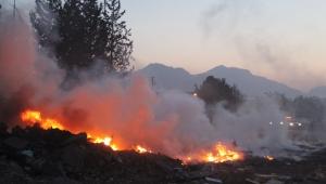 Atık malzeme yangını korkuttu...